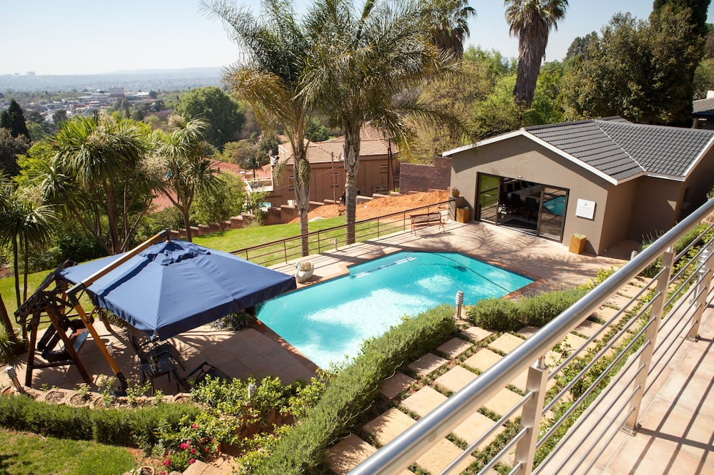 Executive Suite (4) - Outdoor Pool