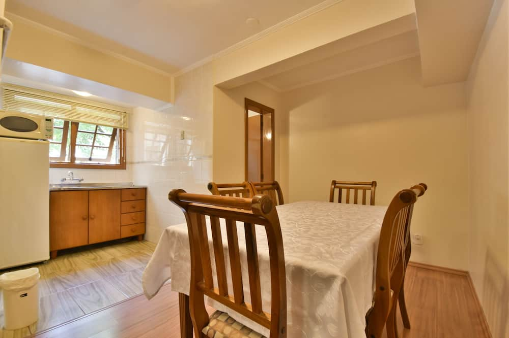 Family Duplex, Courtyard View - In-Room Dining