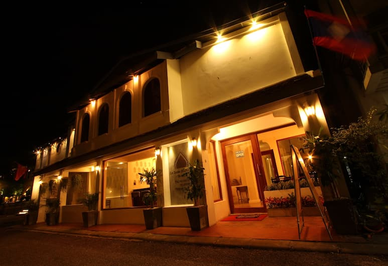 Le Luxe Boutique Hotel, Vientiane, Hotel Front – Evening/Night