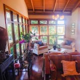 Luxury House, 4 Bedrooms - Living Room