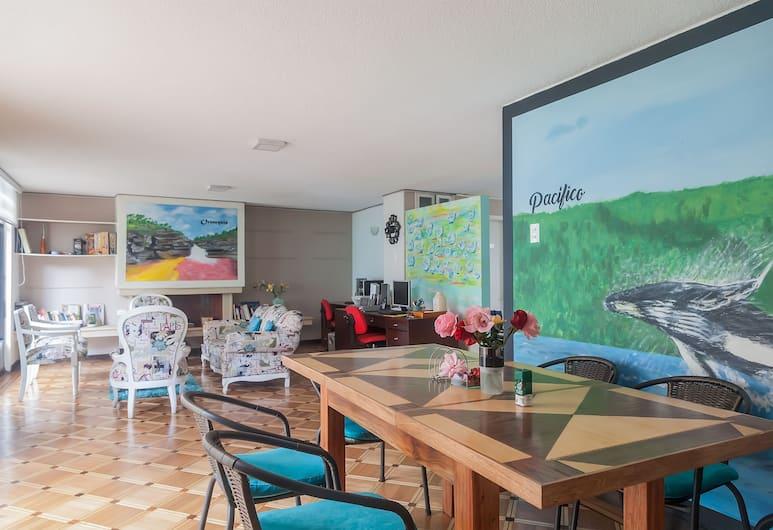 Casa Jota, Bogotá, Hall