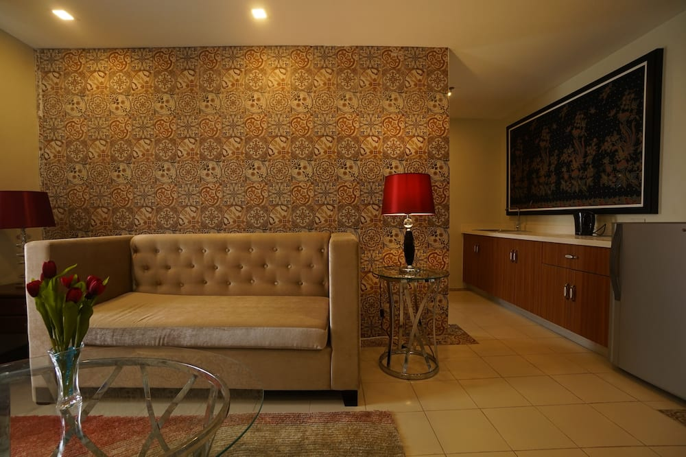 Deluxe Family - Living Area