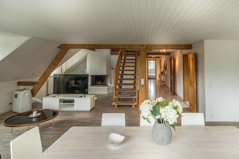 Apartment, 3 Bedrooms, River View - Living Area