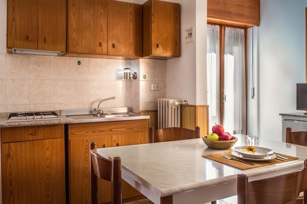 Basic Apartment, 1 Bedroom, Kitchen, Mountain View (4 guests) - In-Room Dining