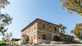 Choose This Cheap Hotel in Tarquinia