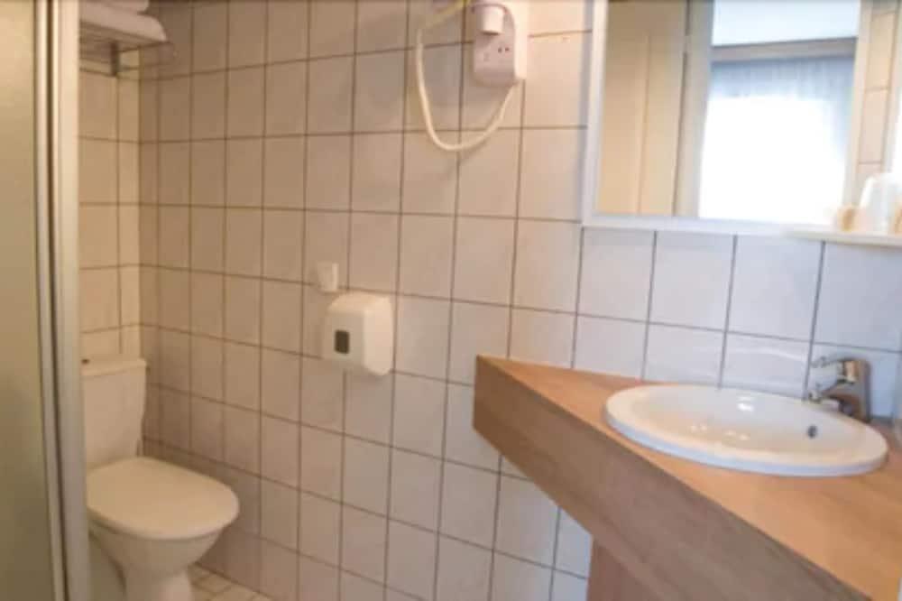 Triple Room, Garden Area - Bathroom