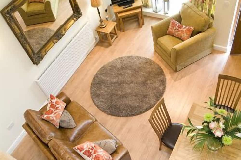 Luxury Cottage, 2 Bedrooms, Kitchen, Garden Area - Living Area