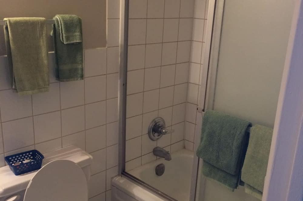 Double Room, Non Smoking - Bathroom