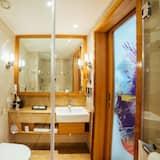 Deluxe Room, 1 King Bed, Non Smoking - Bathroom