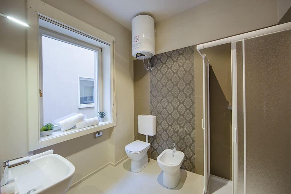 Superior Triple Room, Kitchenette, City View - Bathroom