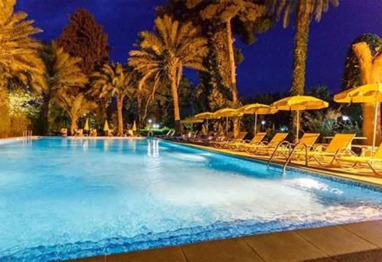 克達達飯店, 波薩達, 室外游泳池