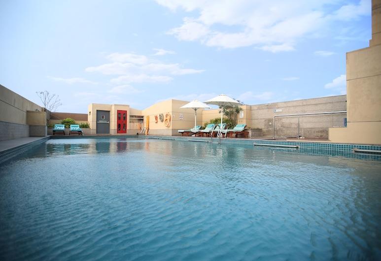 Holiday Inn Chennai OMR IT Expressway, an IHG Hotel, Chennai, Piscina