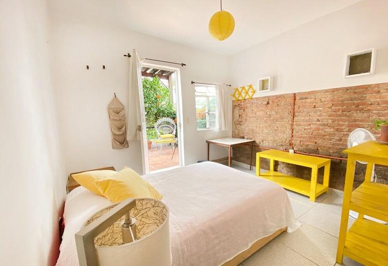 Casa Canario La Americana, กวาดาลาฮารา, ห้องสแตนดาร์ดดับเบิล, เตียงใหญ่ 1 เตียง, ระเบียง, ชั้นบน, ห้องพัก