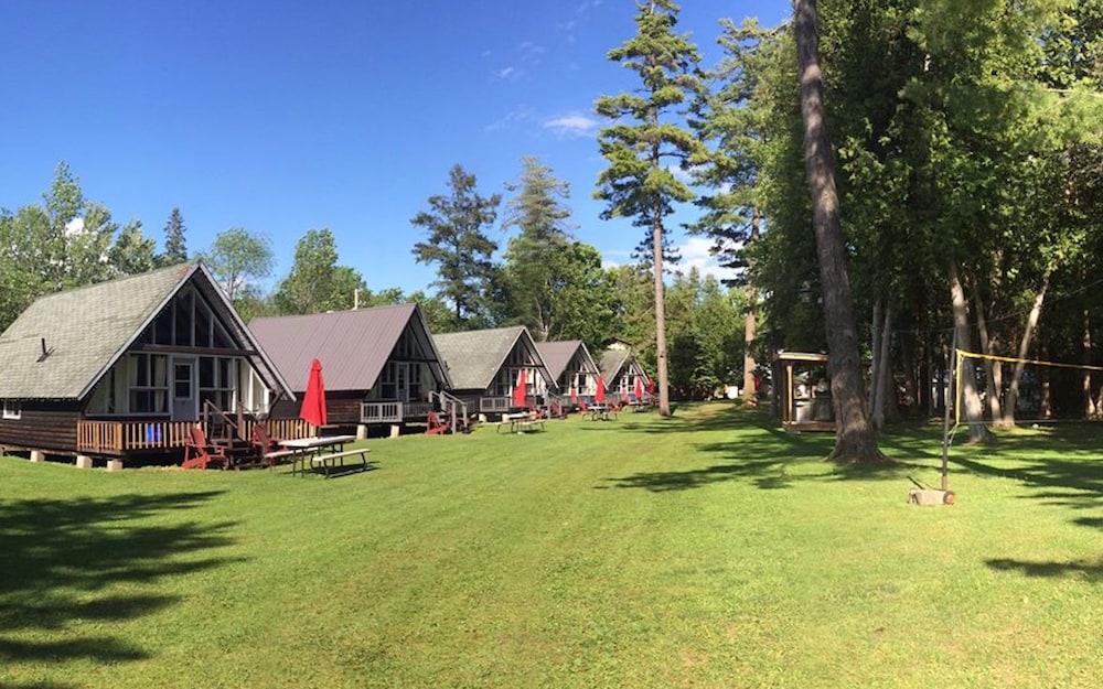 Balsam Resort Rosedale Lake View