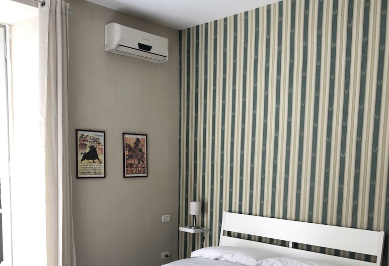 B&B 248, Naples, Basic Double Room, 1 Double Bed, Guest Room