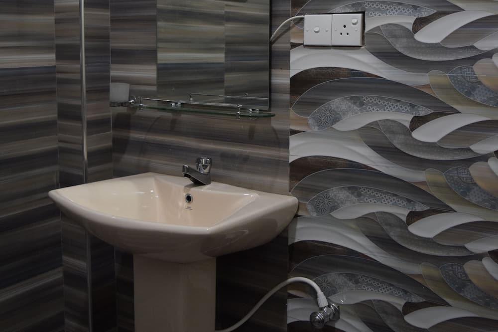 Kamar Double, pemandangan kebun - Kamar mandi