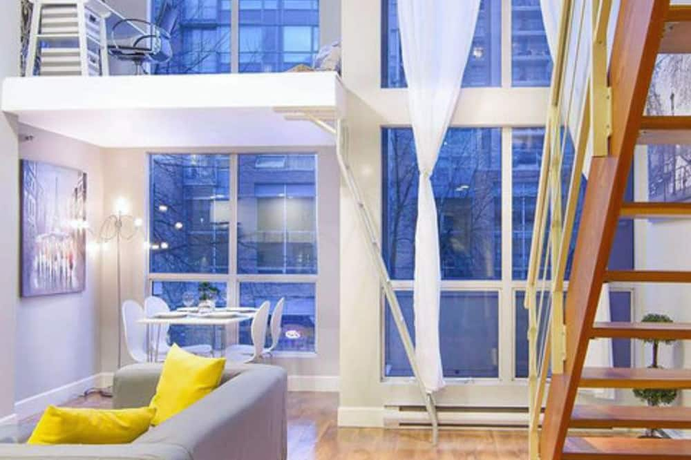 Loftový byt typu Deluxe, 1 ložnice, lednička a mikrovlnná trouba, výhled na město - Hlavní fotografie