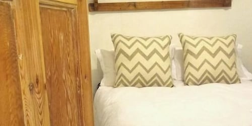 Book The Country Cottage In Swellendam Hotels Impressive Country Cottage Bedrooms Model Property