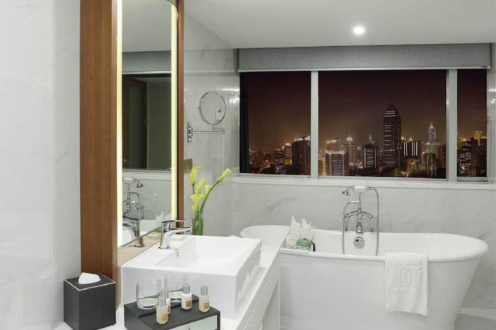 Deluxe View Suite - Bathroom