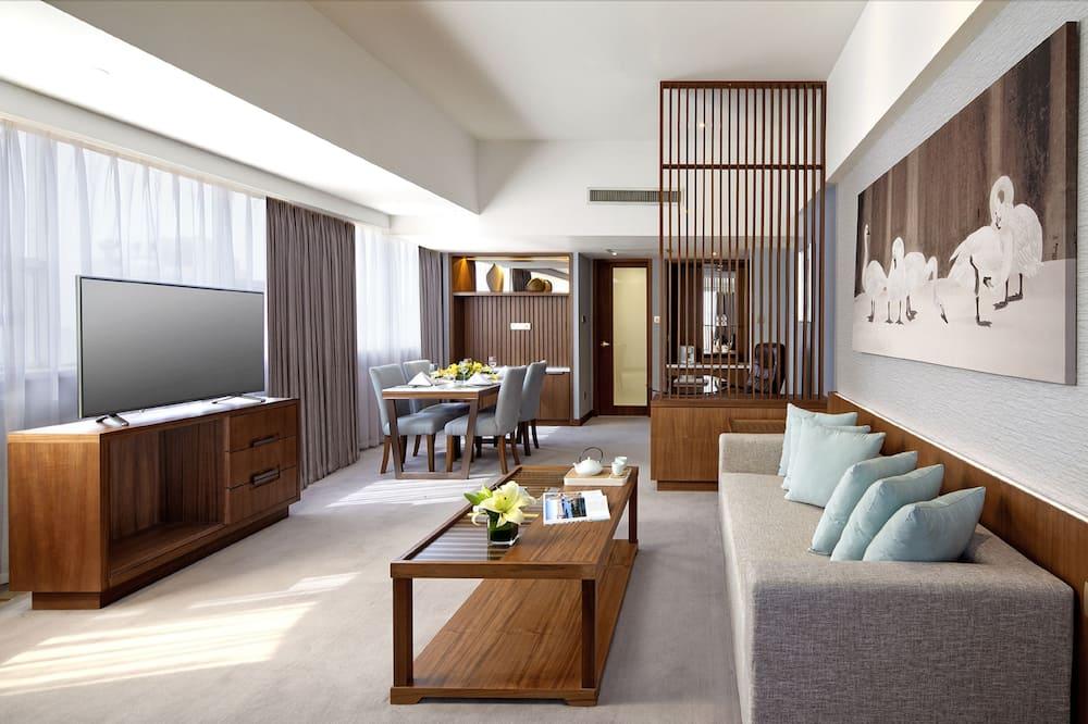 Deluxe View Suite - Guest Room