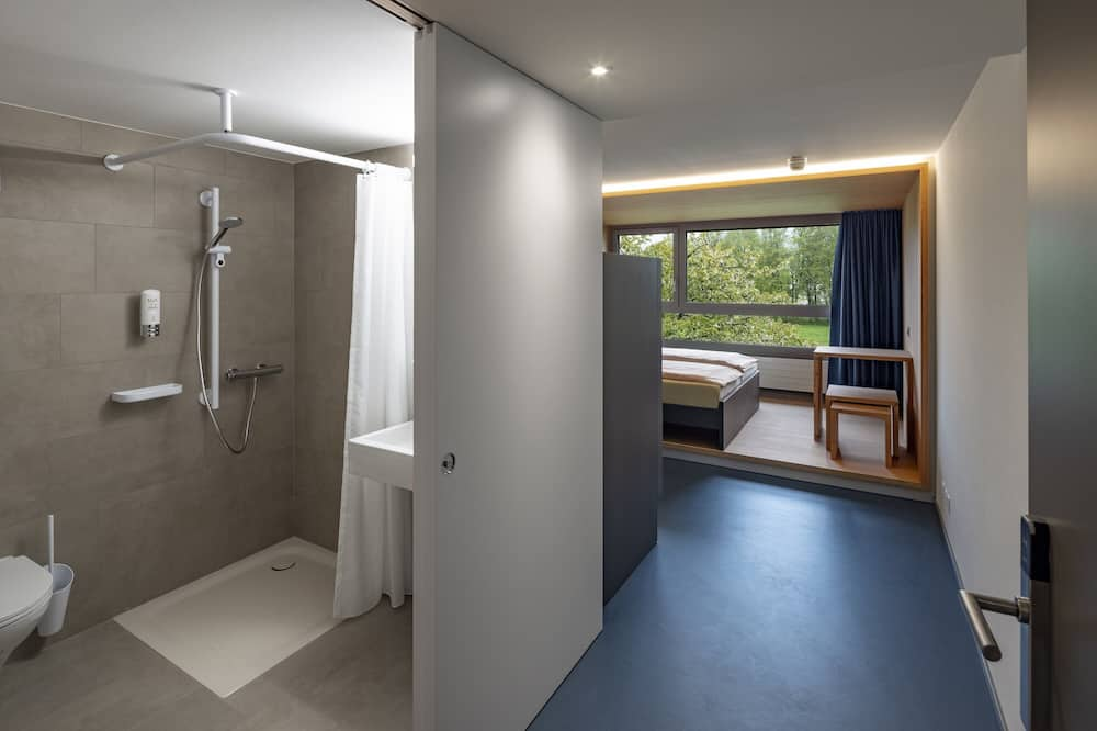 Vierbettzimmer, eigenes Bad - Badezimmer
