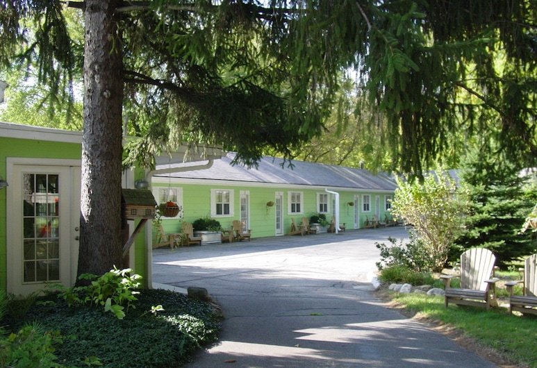 The Pines Motorlodge, Douglas