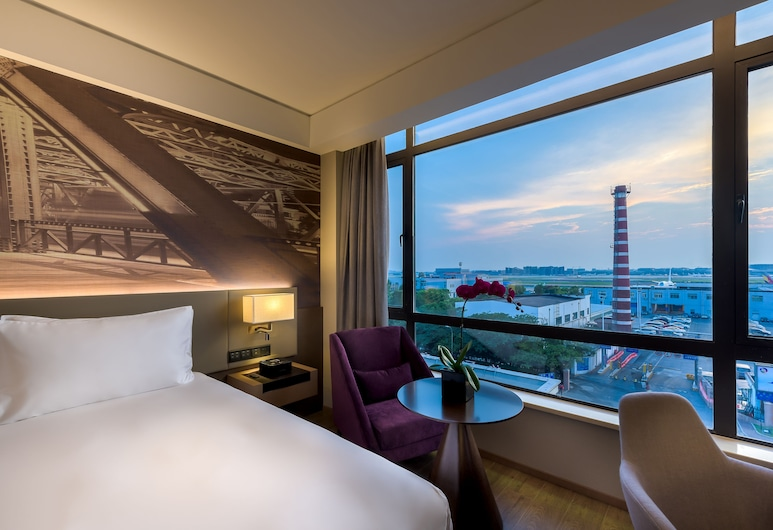 Mercure Shanghai Hongqiao Airport, Shanghai, Privilege, Room, 1 King Bed, Guest Room