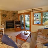 Condo, 1 Bedroom, Bathtub (The Pines Condominiums - P104E) - Imej Utama