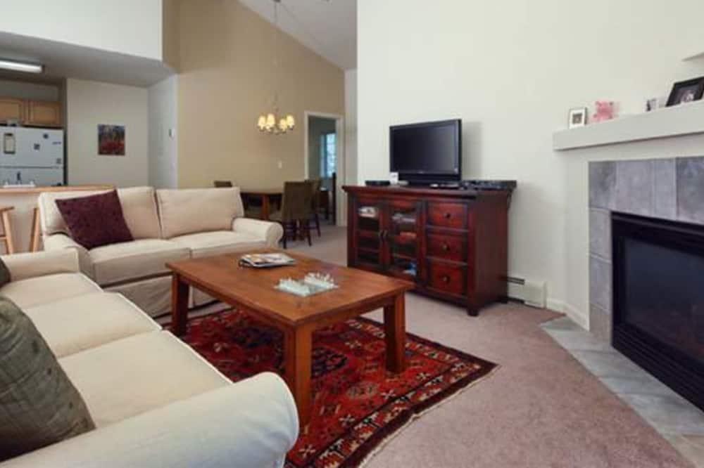 Condo, 2 Bedrooms, Balcony (Quail Run - Q0503) - Living Area