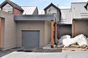 Picture of Forest Park 3 Bed 4 Bath Townhome in Silverthorne