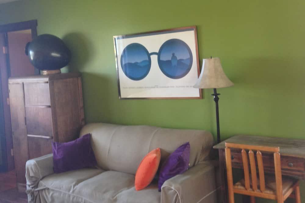 Standard Room, 2 Queen Beds (Claude et Olive) - Living Area