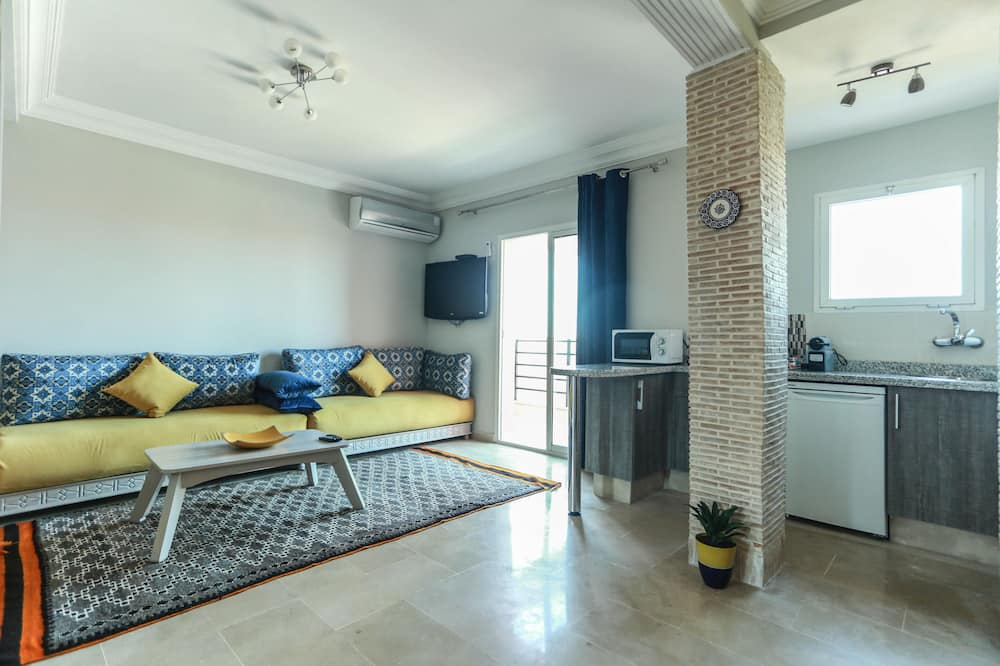 Family Apartment, 2 Bedrooms, Balcony - Living Room