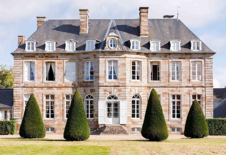 Château de Boucéel, Сен-Жам, Фасад готелю