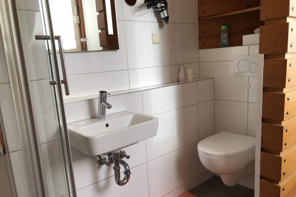 Double Room, Private Bathroom (Doppel oder Dreibett) - Bathroom