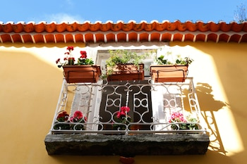 Picture of Alfama Yellow House in Lisbon
