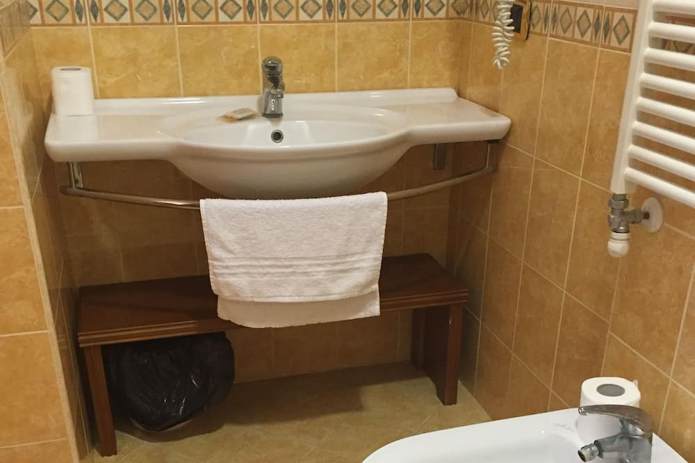 Chambre Simple Supérieure, salle de bains privée - Salle de bain