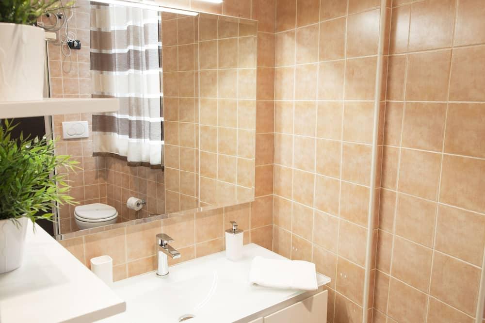 Appartement de 2 chambres - Lavabo de la salle de bain