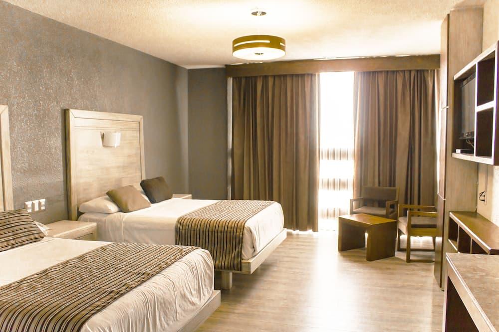 Habitacion Cuadruple, 2 camas matriomoniales, Bano privado con vista a la ciudad.  - Habitación