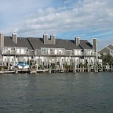 Harbour Island 46G 2 Br townhouse by RedAwning