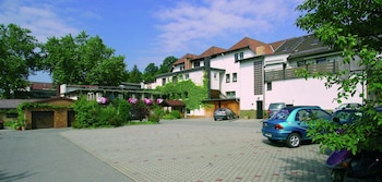 Choose This Cheap Hotel in Grub am Forst