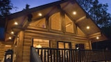 Picture of Sunrise Ridge 1 Br cabin by RedAwning in Bryson City