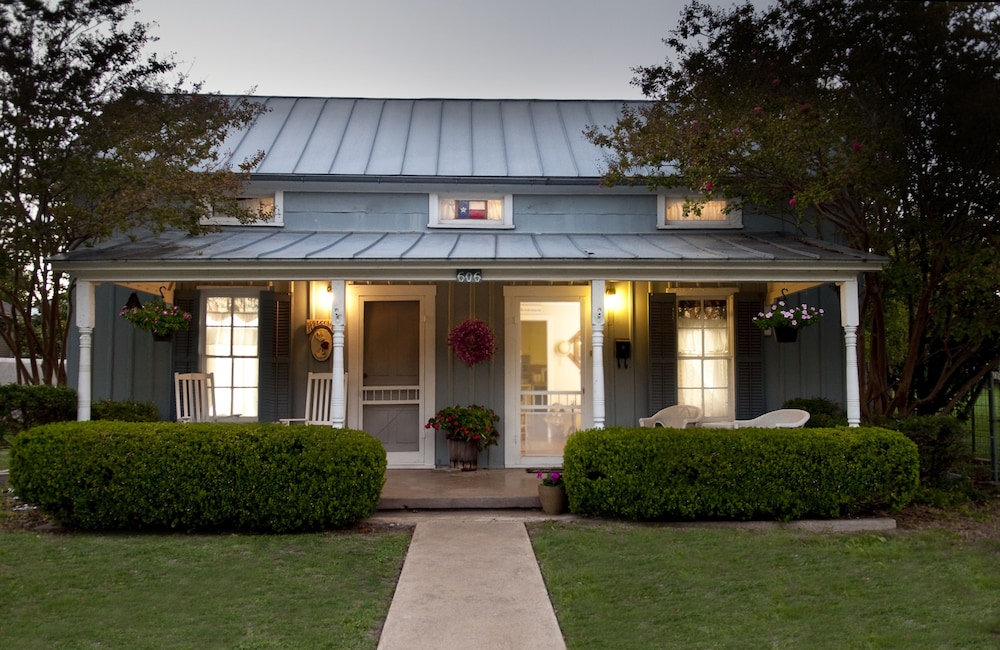 luxury the in cottages of myrtle htm tx bed and texas fredericksburg breakfast lodging maplestone cottage