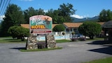 Choose This Cheap Hotel in Gorham