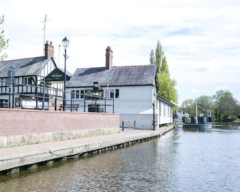 Slika: The Boathouse & Riverside Rooms ‒ Chester