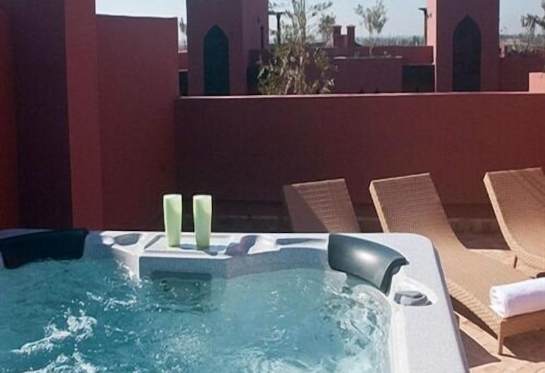 Riad Maslala, Marrakech, Tina de hidromasaje al aire libre