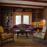 Villa, 2 Bedrooms, Kitchen, Mountain View - Living Area