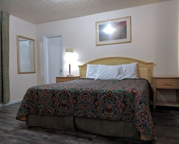 Picture of Travelers Inn Clearwater in Clearwater