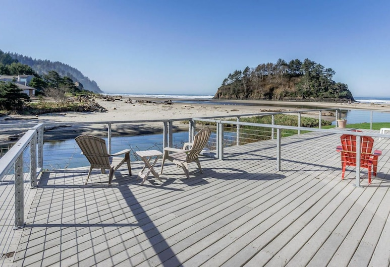 Amazing Proposal Rock 2 Br condo by RedAwning, Neskowin