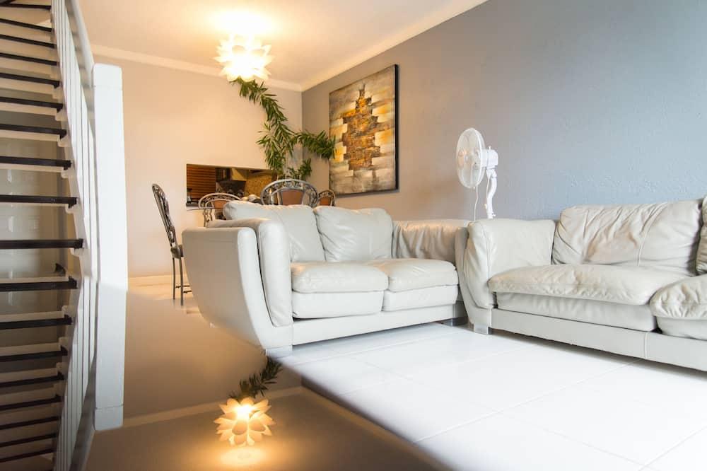 Departamento superior, 2 camas Queen size, patio, vista a la ciudad - Sala de estar