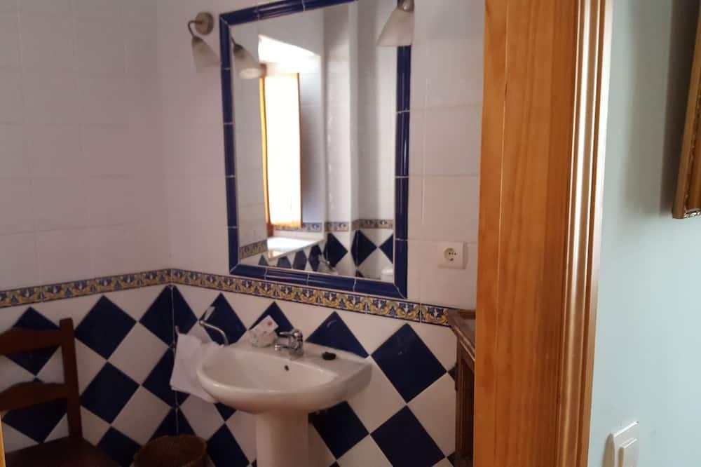 Basic-dobbeltværelse - 1 dobbeltseng - Badeværelse